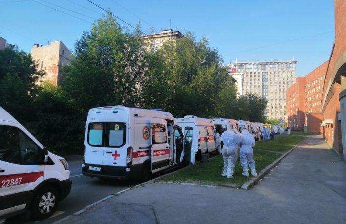 Очереди измашин скорой помощи вновь заметили уПокровской больницы