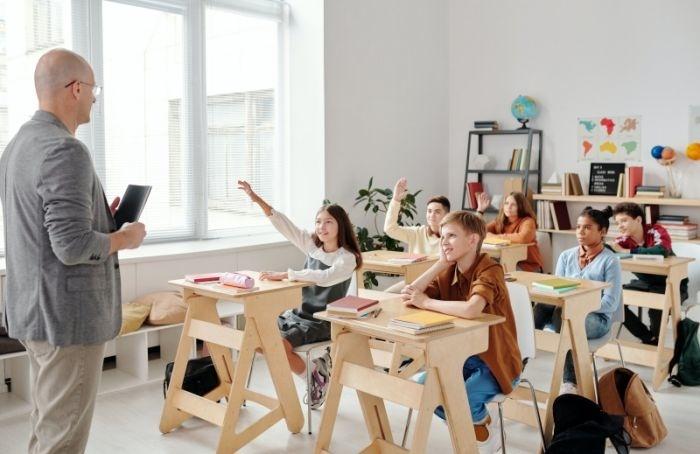В2021 году 53 школы Петербурга получат новое оснащение