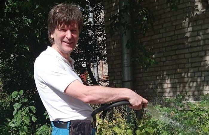 Поливаем сами: жители Петроградской стороны спасают растения