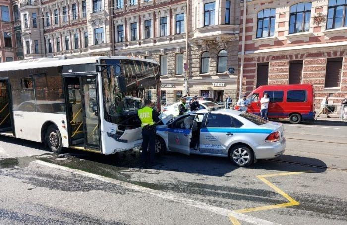 Две аварии смашинами ДПС произошли вПетербурге 31июля
