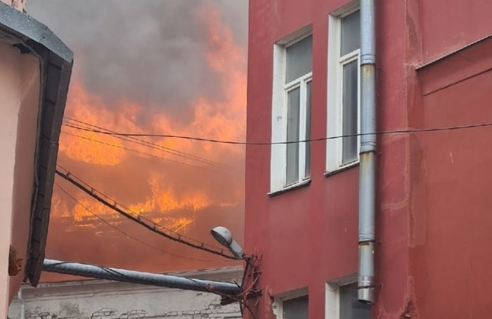 НаЛиговском проспекте горит жилой дом