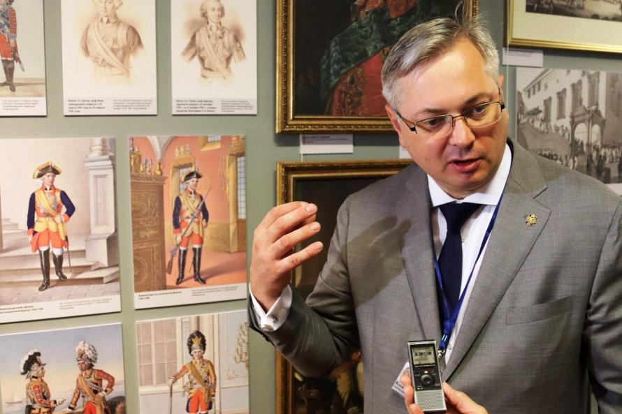 Дмитрий Клочков руководитель военно-исторического отдела музея.jpg