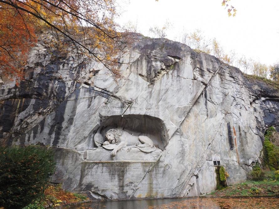 lion-monument-780006_1280.jpg