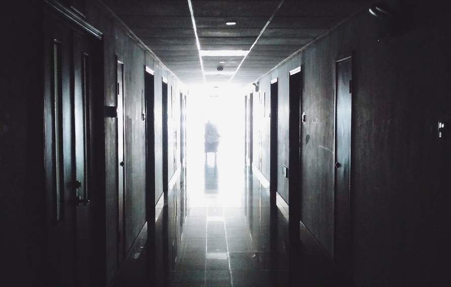 hallway-867226_1280 (1).jpg