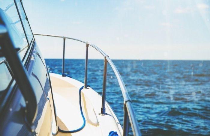 Катамаран ипрогулочная яхта столкнулись наМалой Неве