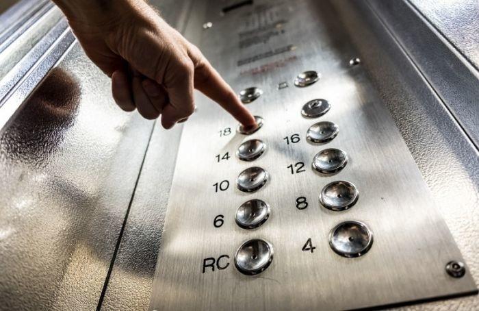 Как пандемия изменила лифтовой этикет