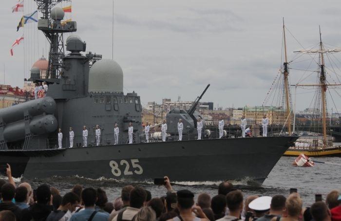 Главный военно-морской парад вПетербурге завершился