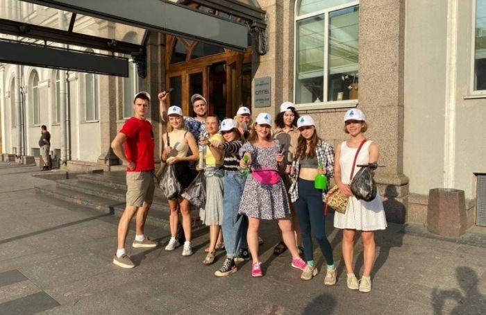 Петербург без рекламы: активисты очистили улицы отнесанкционированных объявлений