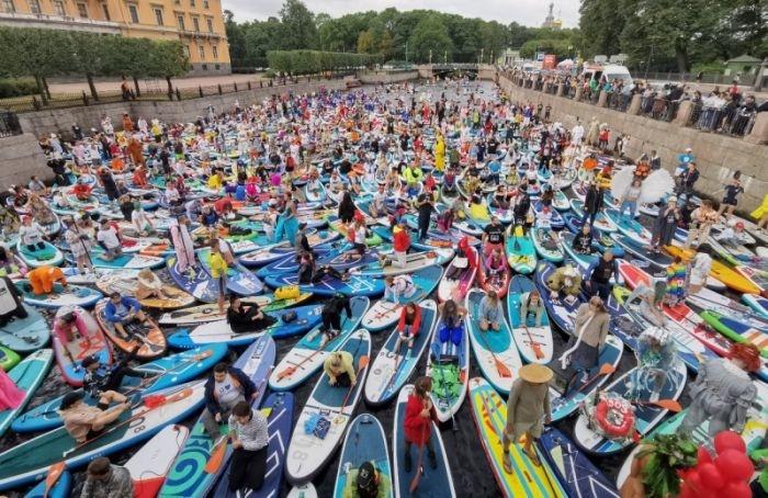 Фестиваль сап-серфинга стартовал вцентре Петербурга