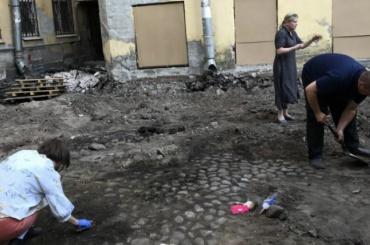 КГИОП незащитит старинную брусчатку наПетрозаводской улице
