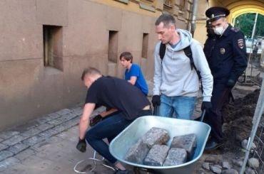 Депутаты ЗакСа разрешили муниципалам благоустраивать территории возле памятников