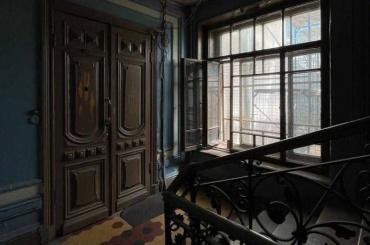 Судьба старинных окон вБасковом переулке, 26— вруках жильцов