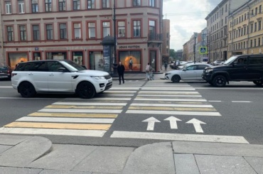 Петербуржцы требуют установить безопасный пешеходный переход наНевском проспекте
