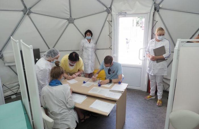Вакцинация как аттракцион: вПетербурге открыли прививочный шатёр