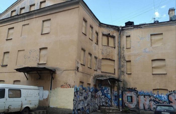 «Неделя чистоты» вПетербурге стартовала спроверки 185 зданий иограждений