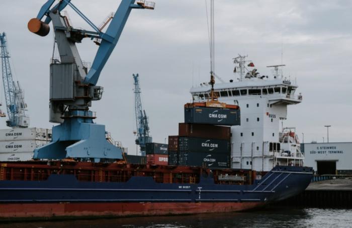 Переезд порта изПетербурга вУсть-Лугу оценили в110 млрд рублей