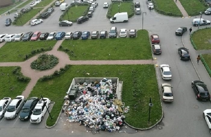 Жители Мурино пожаловались насвалку мусора