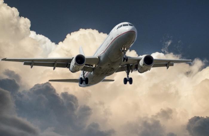 Самолет изОАЭ, задержанный на12 часов, вылетел вПетербург