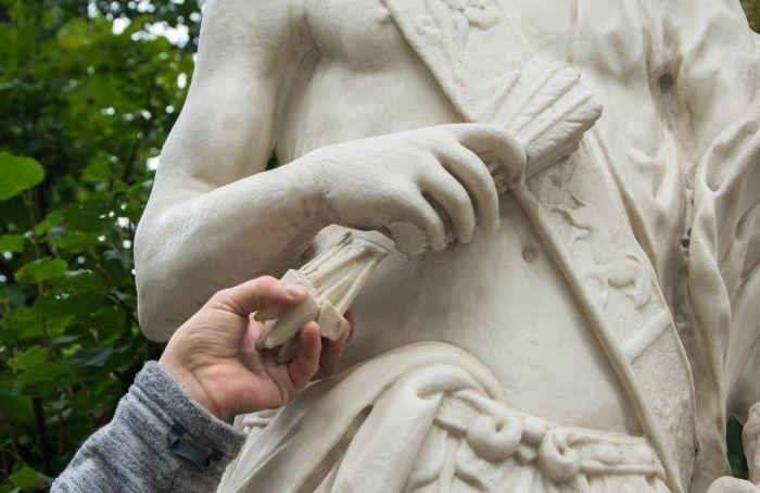 Вандалы испортили скульптуру вЛетнем саду