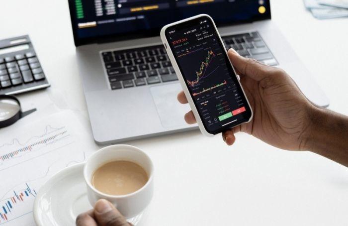 «СПБ биржа» приостанавливала торги иностранными ценными бумагами