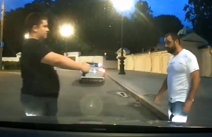 «Чёнездороваемся?»: вПетербурге таксист ипассажир повздорили из-за правил этикета