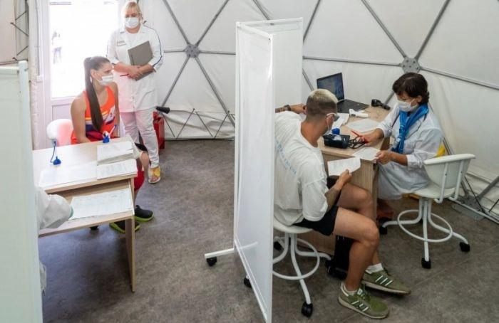 Новый шатер для вакцинации появился устанции метро «Приморская»