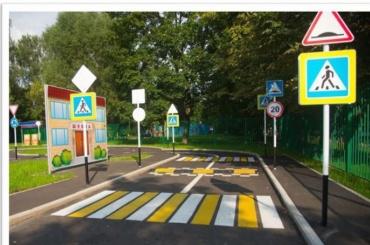 «Танцплощадка, школа героев иавтогородок»— чего нехватает вПетербурге