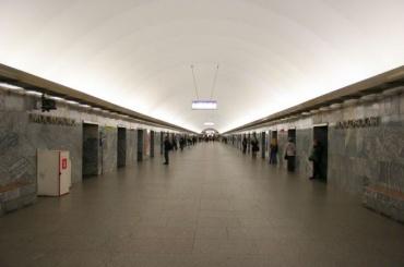 Состен станции метро «Московская» вПетербурге снимут мрамор