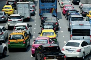 Треть автомобилистов Петербурга проводит впробках одну неделю вгод