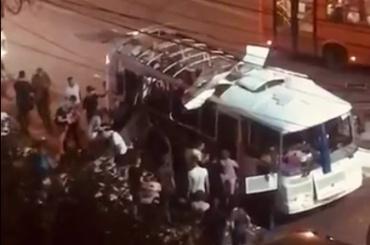 ВВоронеже взорвался автобус, пострадало неменее шести человек