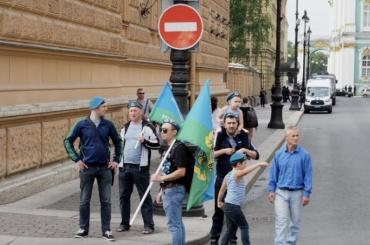 День ВДВ вПетербурге: пока все мирно, тихо ипусто