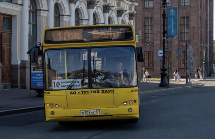 ВПетербурге на18 маршрутах увеличат количество автобусов
