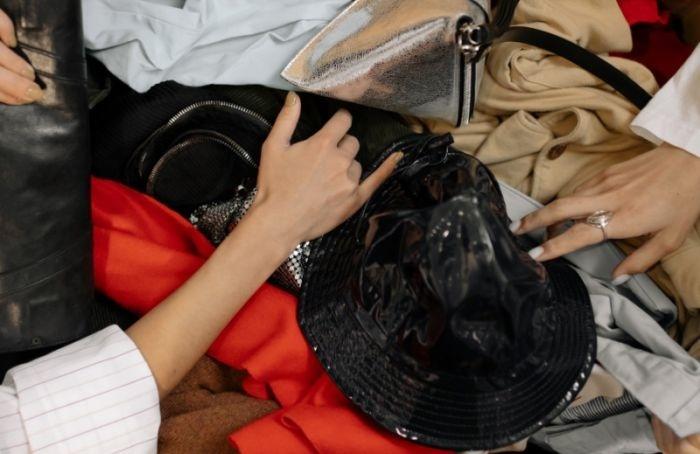 Азбука ответственного потребителя: как шеринг одежды помогает беречь планету