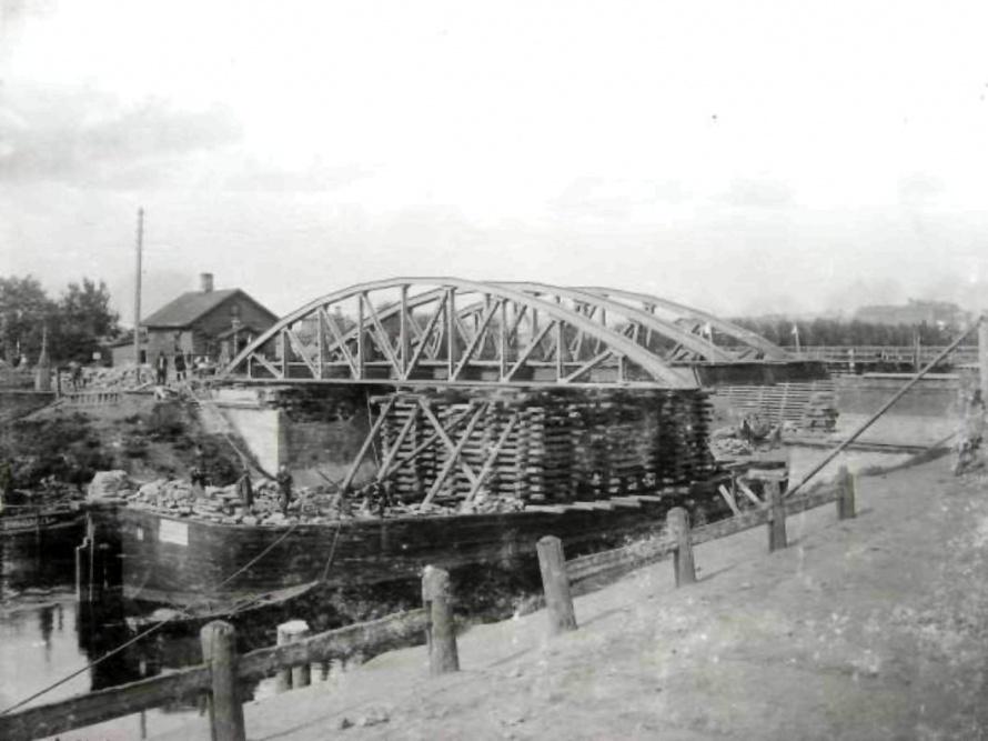 Демонтаж_старого_моста_1900_год.jpg