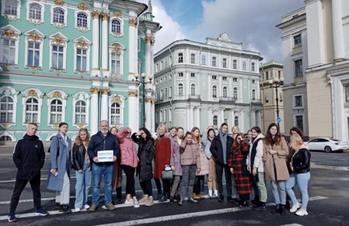 Более 7 тысяч школьников посетят Петербург врамках нацпроекта «Культура»