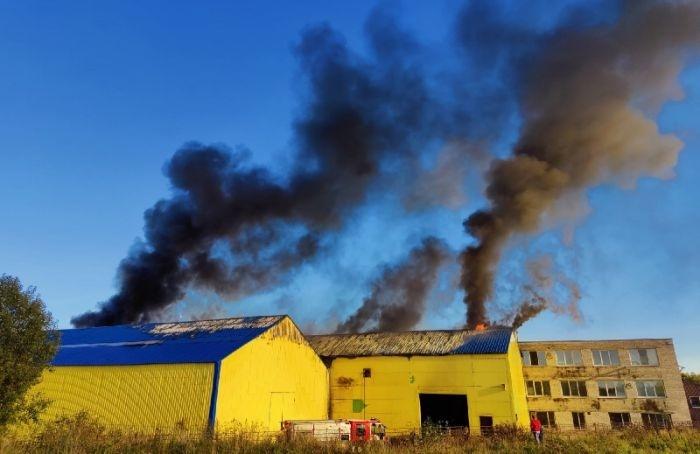 ВКрасносельском районе Петербурга потушили ангар