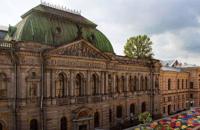 Спреподавателем академии Штиглица непродлили договор из-за участия вмитинге