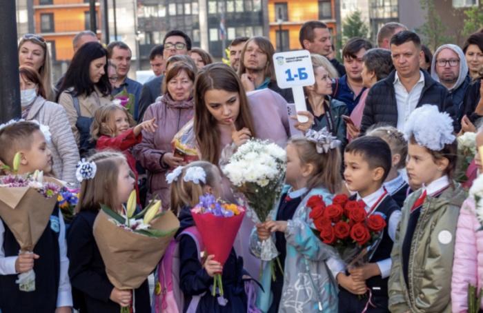 Впетербургские школы вэтом году поступило более 75 тысяч первоклашек