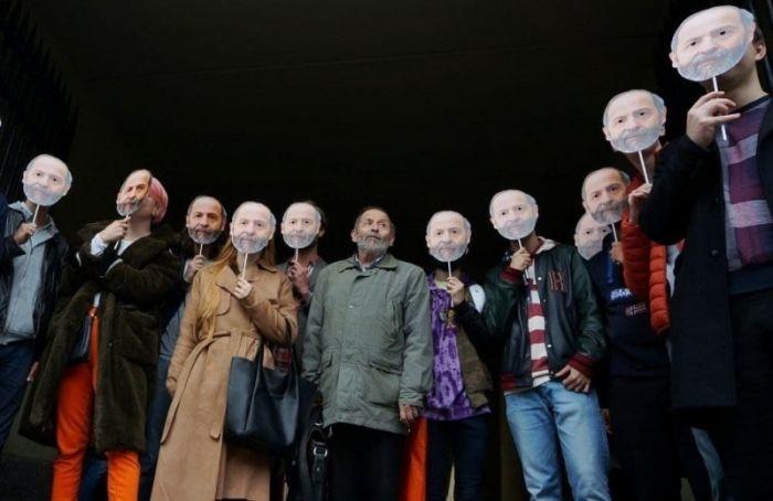 Кзданию Горизбиркома пришло более 10 Борисов Вишневских