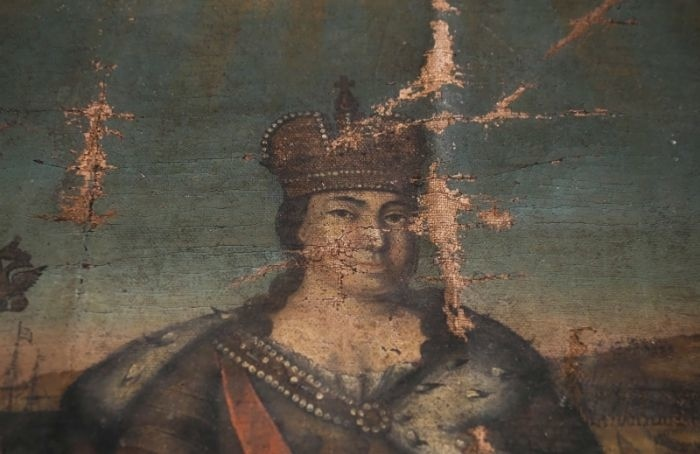 Фрагмент холста сприжизненным портретом Екатерины Iподарили ГМЗ «Царское Село»