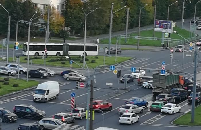 Наперекрестке Софийской иБелы Куна погасли светофоры