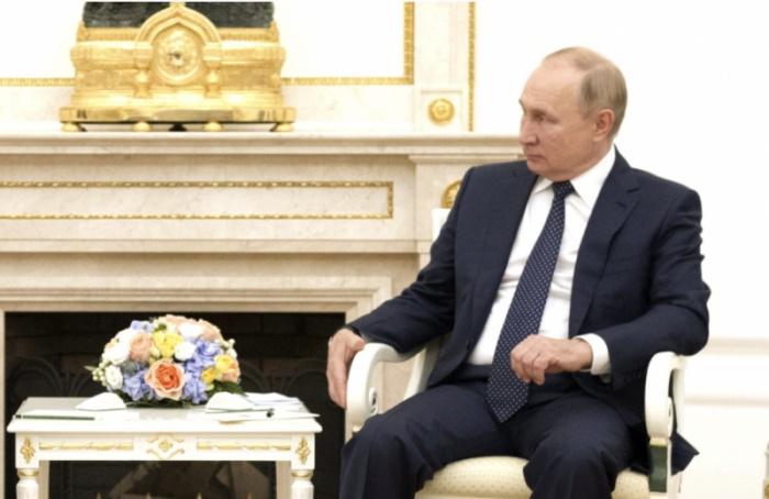 Путин уходит насамоизоляцию