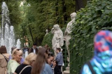 Заполгода Петербург посетили 184 тысячи иностранных туристов