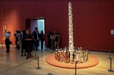 ВГлавном штабе Эрмитажа открылась выставка современных художников «Glasstress. Окно вбудущее»