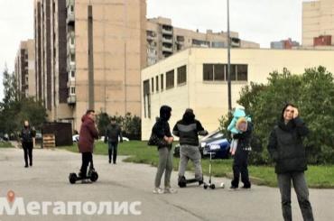 Электросамокатчик сбил мужчину смаленьким ребенком наруках