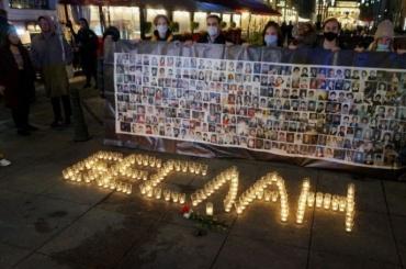 Петербург почтил память жертв теракта вБеслане