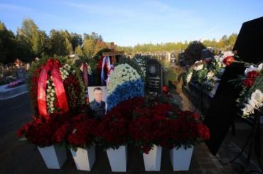 Похороны Евгения Зиничева прошли наСеверном кладбище Петербурга