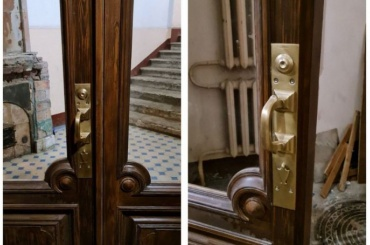 Активисты вернули дому Шведерского тамбурные двери идореволюционные ручки