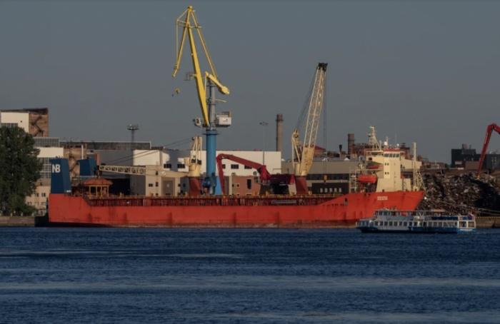 Петербург - главный экспортер судов, автомобилей и тракторов