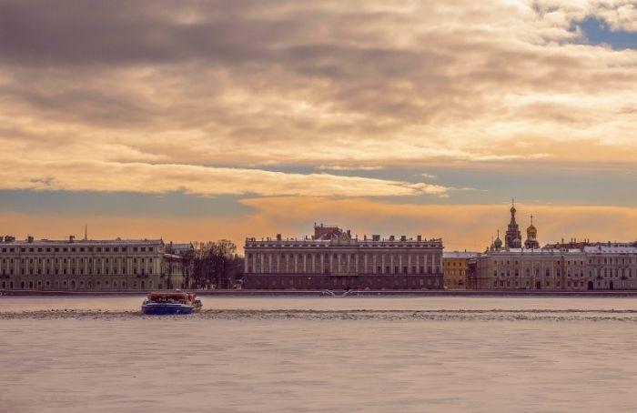 Петербург оказался втеплом секторе циклона